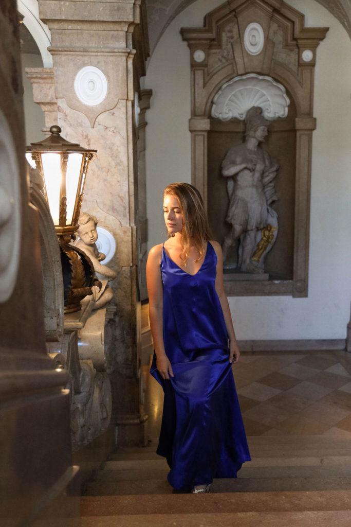 blaues langes Kleid