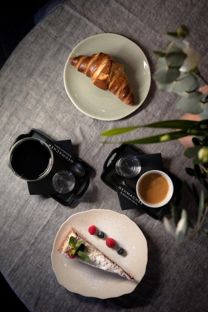 Outdoor & Café